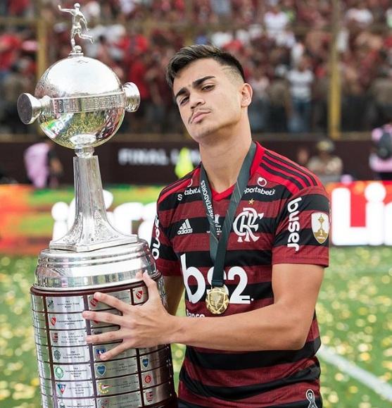 "Reinier Position ""data-caption ="" Reinier with the Copa Libertadores Trophy 2019. ""data-source ="" Instagram@reinier.jesus"