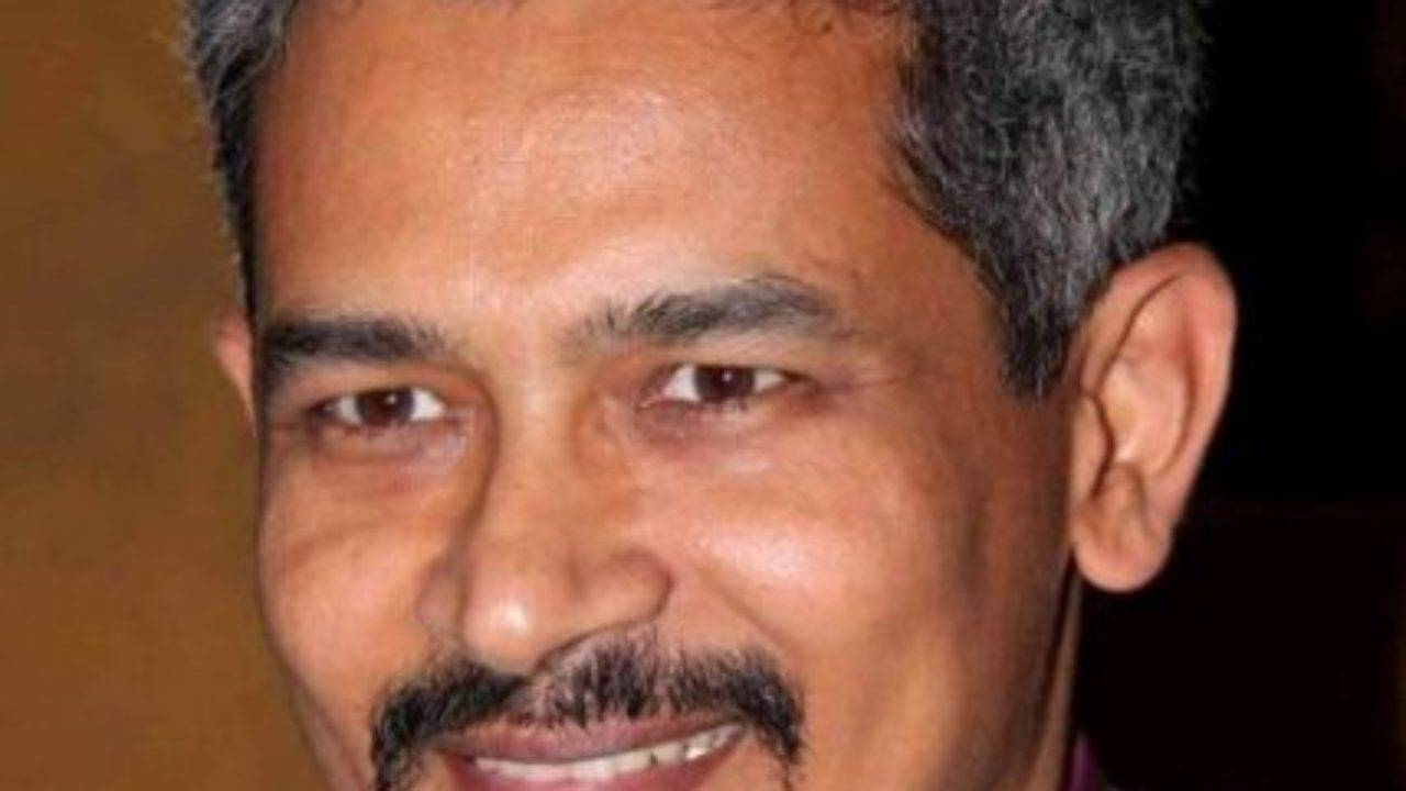 Atul Kulkarni Biography, Age, Height, Wiki, Wife, Family, Salary, Profile - Atul Kulkarni