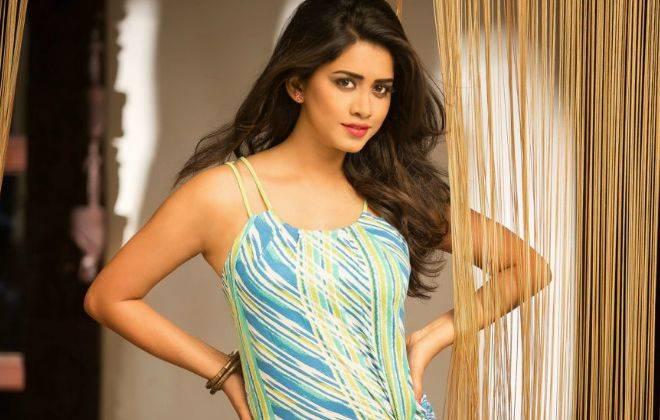 Nabha Natesh Height, Weight, Age, Wiki, Biography, Measurements, Facts - Nabha Natesh