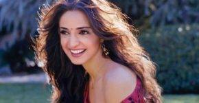 Sanaya Irani Height, Age, Wiki, Biography, Husband, Family, Facts - Sanaya Irani