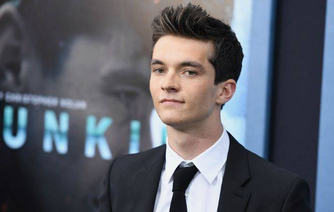 Fionn Whitehead Height, Weight, Age, Wiki, Biography, Net Worth, Facts - Fionn Whitehead