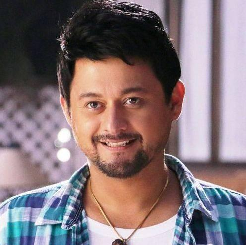 Swapnil Joshi Height, Weight, Age, Biography, Wiki, Wife, Family, Profile - Swapnil Joshi