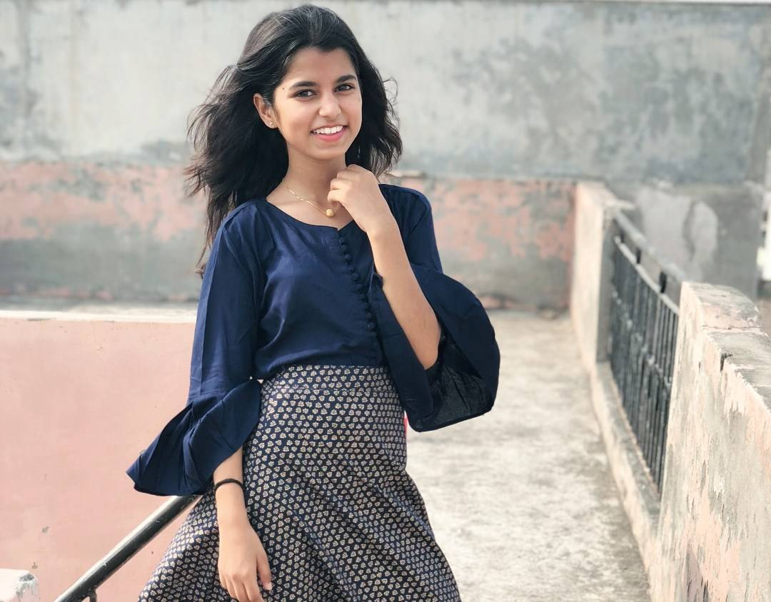 Maithili Thakur (Rising Star) Wiki, Age, Biography, Boyfriend, Family, Fashion and Style - Maithili Thakur