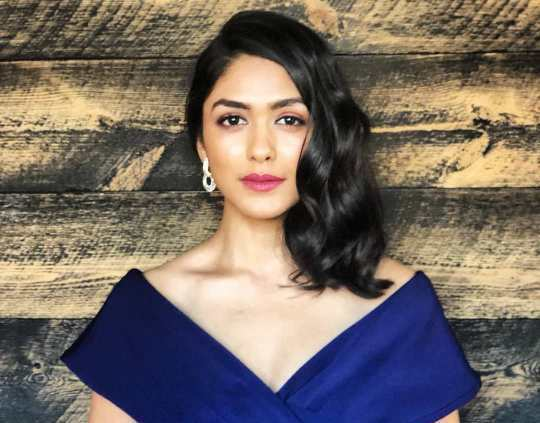 Mrunal Thakur Height, Weight, Age, Boyfriend, Husband, Family, Wiki biography - Mrunal Thakur is the name of an Indian actress and model