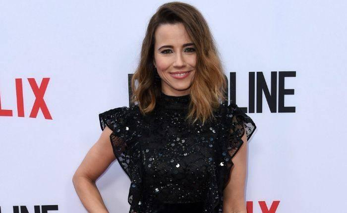 Linda Cardellini Height, Weight, Age, Wiki, Biography, Net Worth, Facts - Linda Cardellini