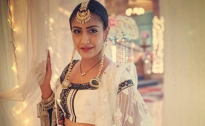 Surbhi Chandna Height, Weight, Bio, Age, Boyfriend, Net Worth, Facts - Surbhi Chandna
