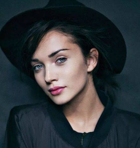 Amy Jackson Height, Weight, Age, Biography, Wiki, Boyfriend, Family - Amy Jackson Biography