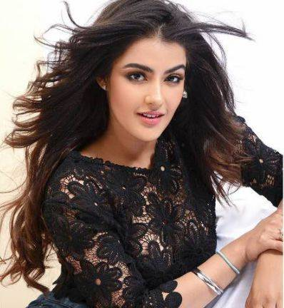 Kavya Thapar Height Weight Age Wiki Biography Boyfriend & Family