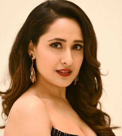 Pragya Jaiswal Height, Weight, Age, Wiki, Biography, Family & More - 1552293192 Pragya Jaiswal Height Weight Age Wiki Biography Family amp More