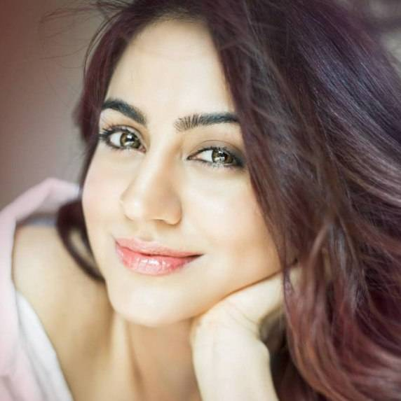 Aksha Pardasany Height, Age, Weight, Wiki, Biography, Family & More - 1556967633 Aksha Pardasany Height Age Weight Wiki Biography Family amp More
