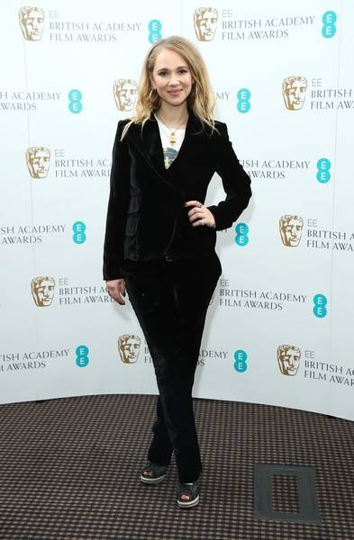 Juno Temple Lifestyle, Wiki, Net Worth, Income, Salary, House, Cars, Favorites, Affairs, Awards, Family, Facts & Biography - 1563426961 213 Juno Temple Lifestyle Wiki Net Worth Income Salary House Cars