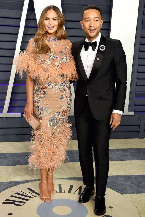 Chrissy Teigen Lifestyle, Wiki, Net Worth, Income, Salary, House, Cars, Favorites, Affairs, Awards, Family, Facts & Biography - 1563903765 671 Chrissy Teigen Lifestyle Wiki Net Worth Income Salary House Cars