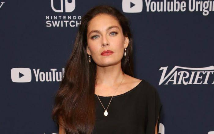 Alexa Davalos Lifestyle, Wiki, Net Worth, Income, Salary, House, Cars, Favorites, Affairs, Awards, Family, Facts & Biography - Alexa Davalos Lifestyle Wiki Net Worth Income Salary House Cars