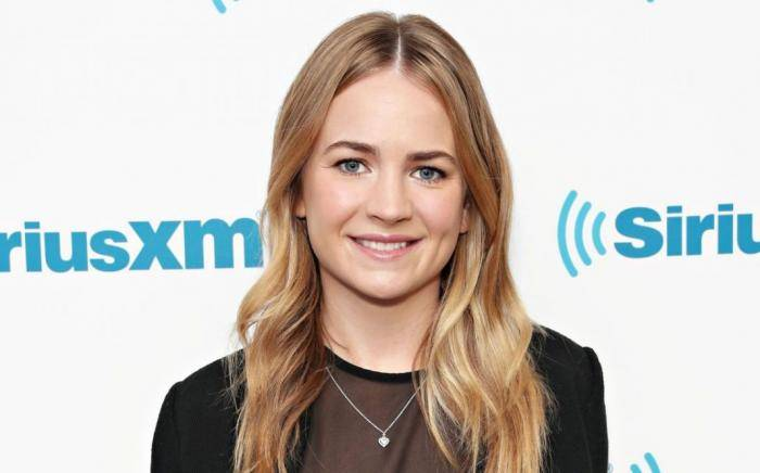 Britt Robertson Lifestyle, Wiki, Net Worth, Income, Salary, House, Cars, Favorites, Affairs, Awards, Family, Facts & Biography - Britt Robertson Lifestyle Wiki Net Worth Income Salary House Cars