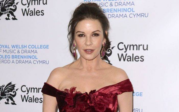 Catherine Zeta-Jones Lifestyle, Wiki, Net Worth, Income, Salary, House, Cars, Favorites, Affairs, Awards, Family, Facts & Biography - Catherine Zeta Jones Lifestyle Wiki Net Worth Income Salary House Cars