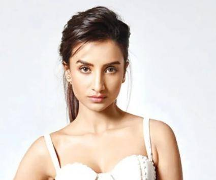 Patralekha Age, Height, Wiki, Biography, Husband, Family, Facts - Patralekha Age Height Wiki Biography Husband Family Facts