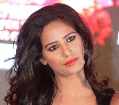 Poonam Pandey Age, Height, Wiki, Biography, Husband, Family, Facts - Poonam Pandey Age Height Wiki Biography Husband Family Facts