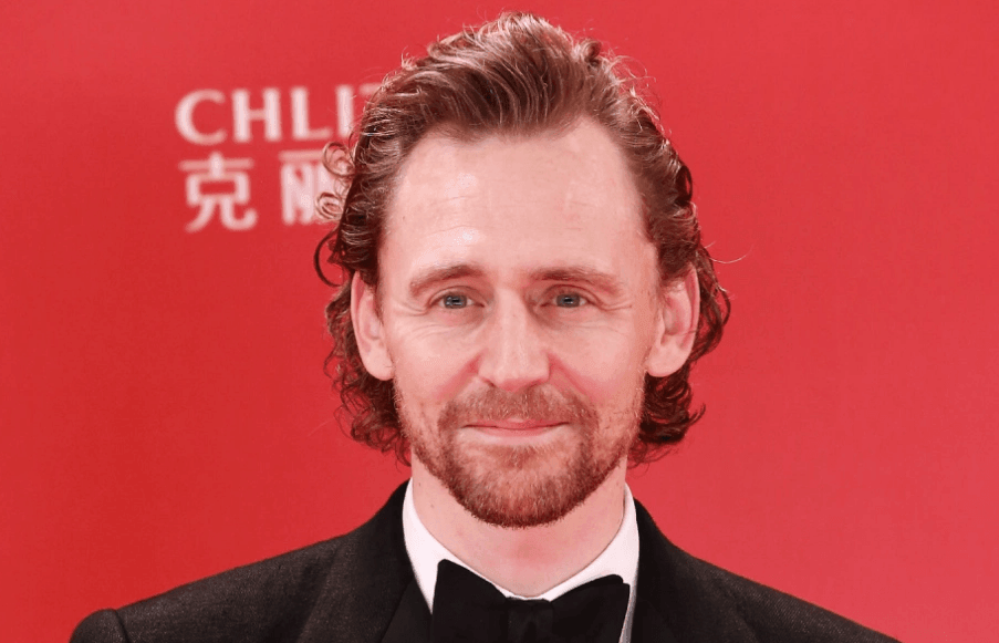 Tom Hiddleston Biography - Tom Hiddleston Biography