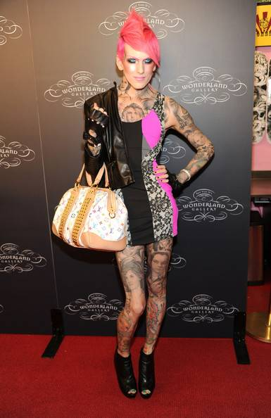 Jeffree Star Lifestyle, Wiki, Net Worth, Income, Salary, House, Cars, Favorites, Affairs, Awards, Family, Facts & Biography - 1564727720 827 Jeffree Star Lifestyle Wiki Net Worth Income Salary House Cars