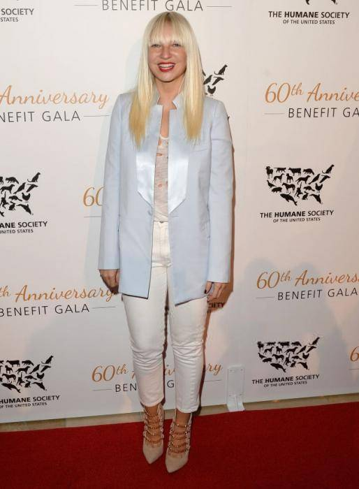 Sia Furler Lifestyle, Wiki, Net Worth, Income, Salary, House, Cars, Favorites, Affairs, Awards, Family, Facts & Biography - 1564879428 708 Sia Furler Lifestyle Wiki Net Worth Income Salary House Cars