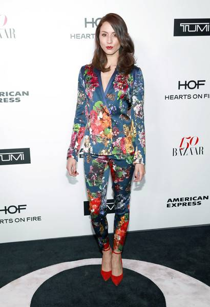 Troian Bellisario Lifestyle, Wiki, Net Worth, Income, Salary, House, Cars, Favorites, Affairs, Awards, Family, Facts & Biography - 1565009606 889 Troian Bellisario Lifestyle Wiki Net Worth Income Salary House Cars