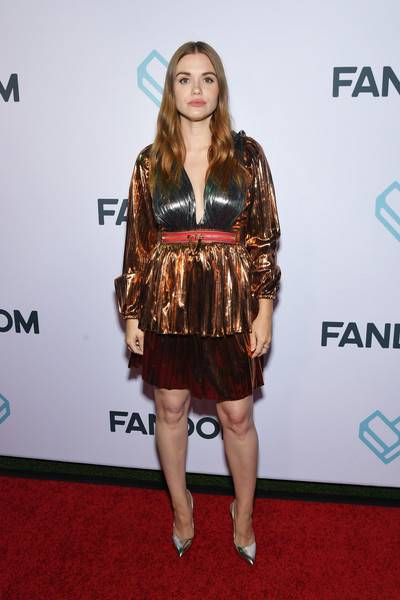Holland Roden Lifestyle, Wiki, Net Worth, Income, Salary, House, Cars, Favorites, Affairs, Awards, Family, Facts & Biography - 1565118102 935 Holland Roden Lifestyle Wiki Net Worth Income Salary House Cars