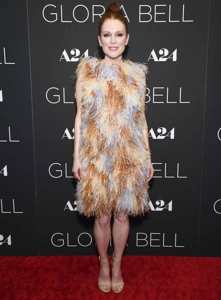 Julianne Moore Lifestyle, Wiki, Net Worth, Income, Salary, House, Cars, Favorites, Affairs, Awards, Family, Facts & Biography - 1565226521 72 Julianne Moore Lifestyle Wiki Net Worth Income Salary House Cars