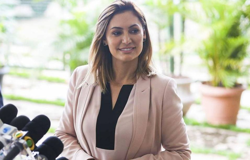 Michelle Bolsonaro Biography - 1566982913 Michelle Bolsonaro Biography