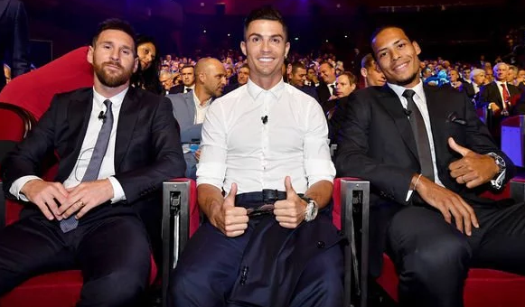 "Short list - Lionel Messi, Cristiano Ronaldo, Virgil van Dijk ""data-caption ="" Short list - Lionel Messi, Cristiano Ronaldo, Virgil van Dijk ""data-source ="" https://www.express.co.uk/sport/ football / 1171564 / Champions-League-awards-2019-Lionel-Messi-Cristiano-Ronaldo-Player-of-the-Year-Liverpool"