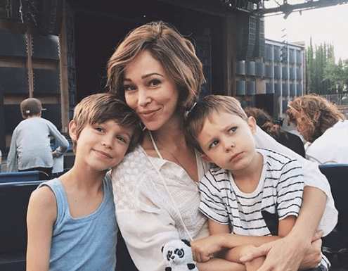 Autumn Reeser Biography - Autumn Reeser Biography