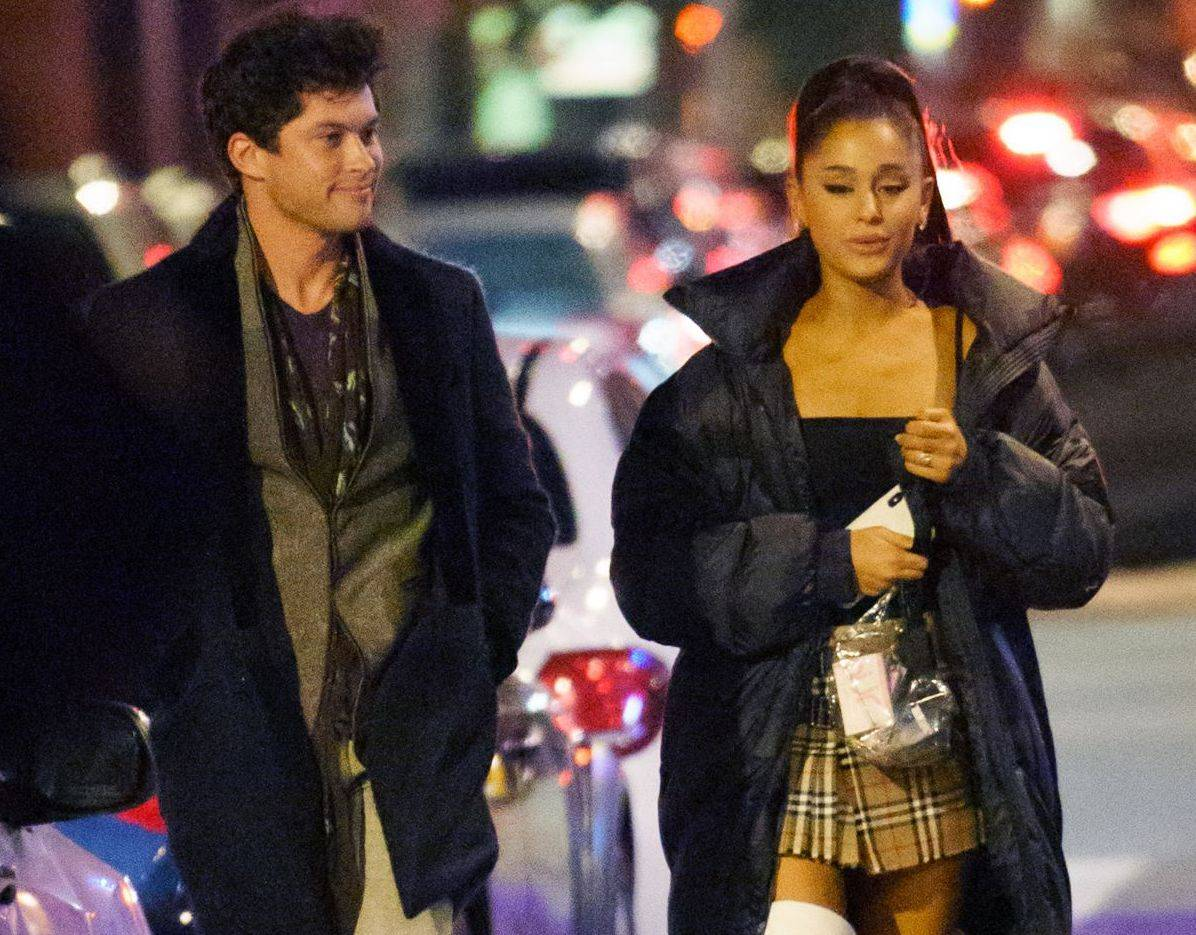 "Ariana Grande Graham Phillips ""data-caption ="" Ariana Grande and Graham Phillips. ""Data-source ="" @ hawtcelebs.com"