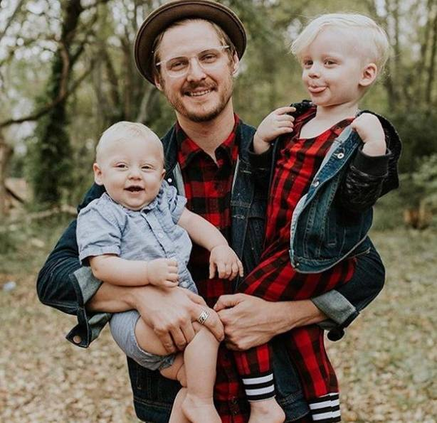 "Jarrid Wilson Children ""data-caption ="" Jarrid Wilson with his children "". Data-source ="" Instagram @ jarridwilson"