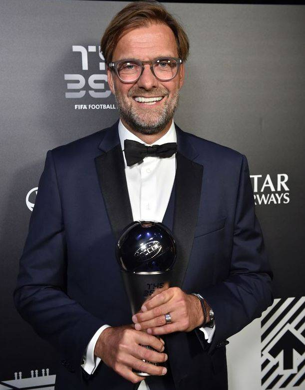 "FIFA Awards ""data-caption ="" Jurgen Klopp wins the 2019 FIFA Best Male Trainer Award. ""Data-source ="" @ mirror.co.uk"