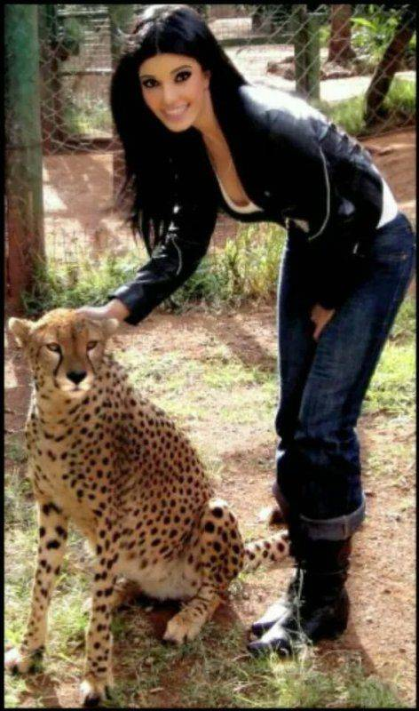 Koena Mitra posing with a cheetah
