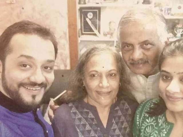 Priyamani with her parents and her husband