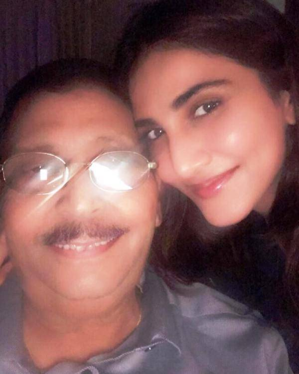 Vaani Kapoor with his father