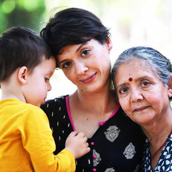 Isha Sharvani with her son and mother