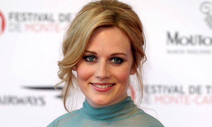 Cara Theobold Bio, Age, Height, Family, Boyfriend, Net Worth, Facts - Cara Theobold Bio Age Height Family Boyfriend Net Worth Facts