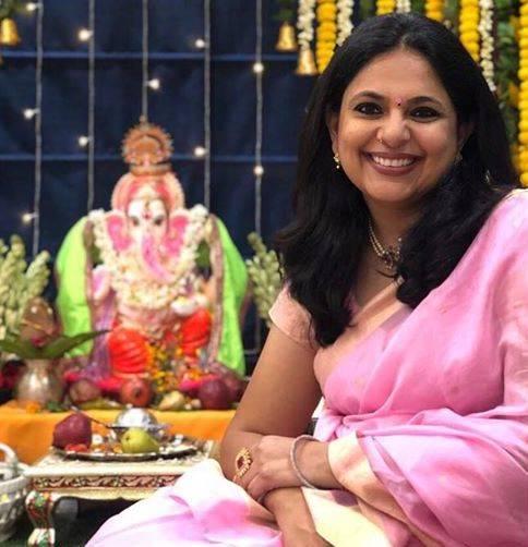 Richa Anirudh with Lord Ganesha's idol