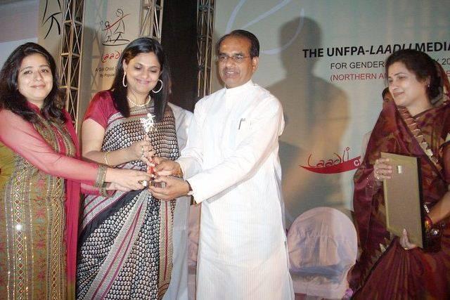 Richa Anirudh receives a prize