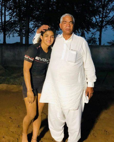 Ritu Phogat with his father