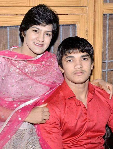Ritu Phogat with his brother
