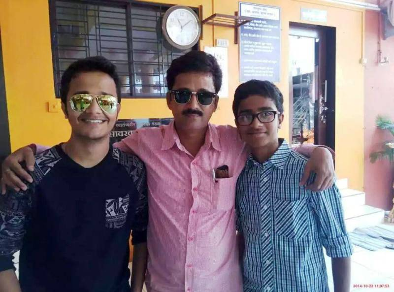 Rohit Raut with his father and his brother