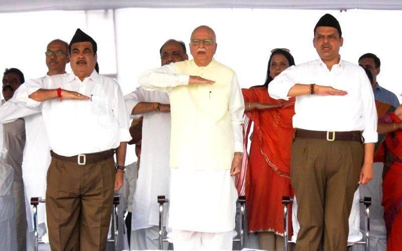 Devendra Fadnavis with LK Advani (center) and Nitin Gadkari (left) in an RSS meeting