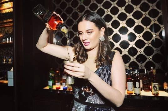 Evelyn Sharma drinks alcohol