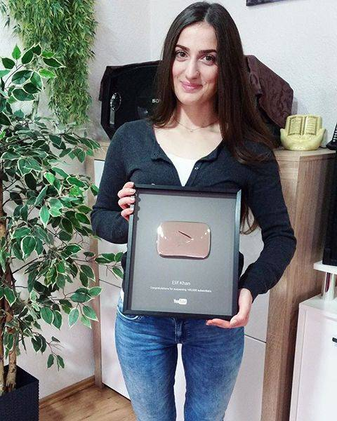 Elif Khan with his YouTube Award