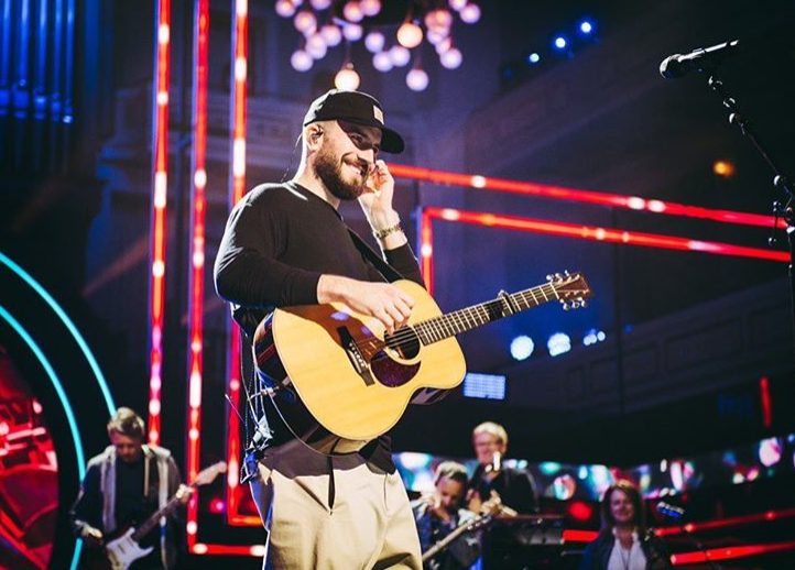 "Sam Hunt Famous ""data-caption ="" Verified I look forward to honoring a legend tonight at @cmt Honors. Proud to be part of the event. ""Data-source ="" https://www.instagram.com/p/B3sEn48HcxA/"