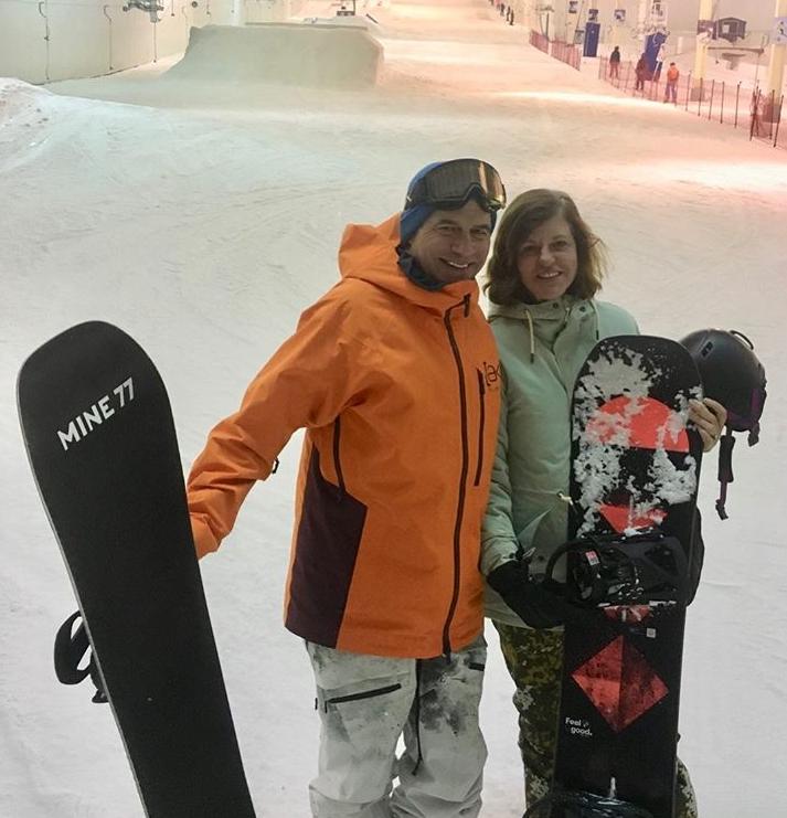 "Jake Burton Carpenter with Mrs. Donna Carpenter ""data-caption ="" shredding indoors in Holland with my riding partner @donnacarpenter So much fun. # mine77 ""data-source ="" https://www.instagram.com/p/B3MkNAMhpQa/"
