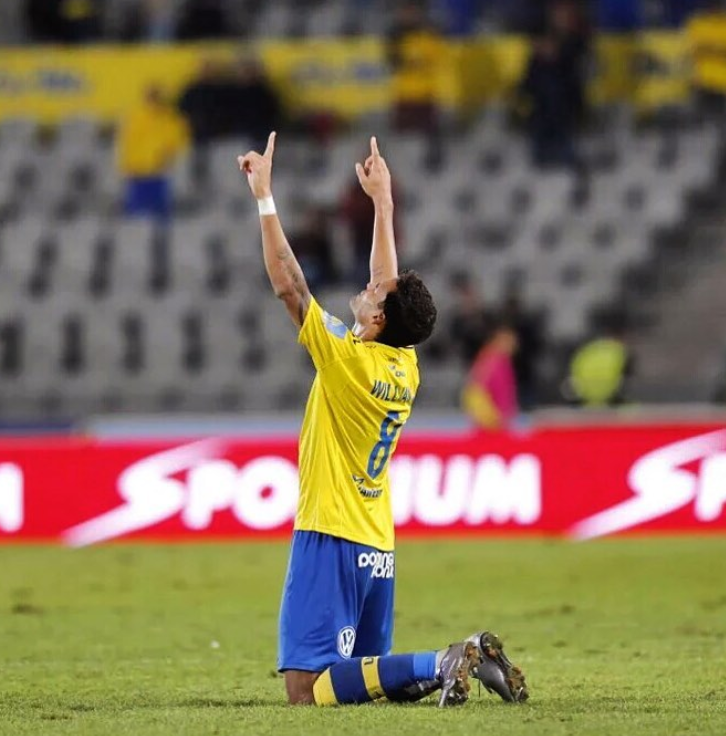 "Willian Jose Thankouful for God ""data-caption ="" I thank God for everything, because the best comes in his time and the best of God surprises us again and again. #vasudlp #following #ofyourcommand #focus #strength # faith 🙌 🙏 💛💙 ""data-source ="" https://www.instagram.com/p/BB0k0HPS7M9/"