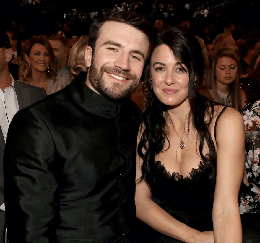 "Hannah Lee Fowler and Sam Hunt ""data-caption ="" The love story between Sam Hunt and his wife Hannah Lee Fowler ""data-source ="" https://www.distractify.com/p/sam-hunt-wife-hannah- Lee"